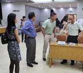 郑文艺先生与场内专家交流