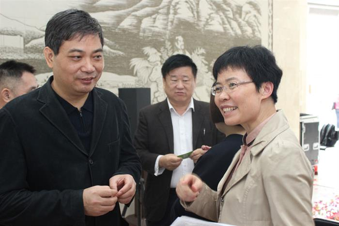 中大肿瘤防治中心病理科主任云径平(左)、中山六院病理科主任黄艳(右)