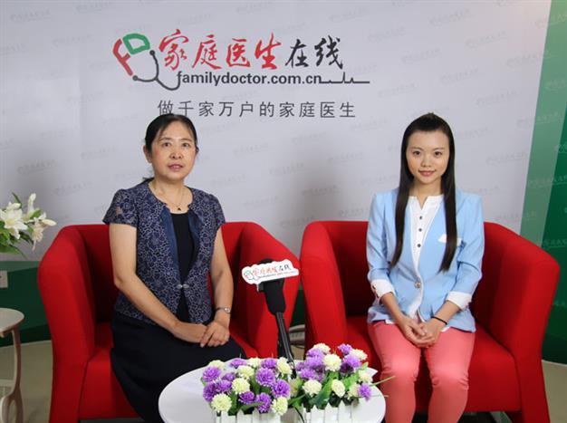 于力主任在接受家庭医生在线采访。
