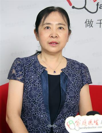 于力主任在接受家庭医生在线记者采访。