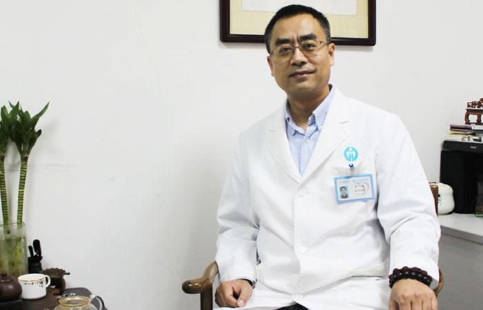广东省人民医院精神心理科副主任医师 尹平