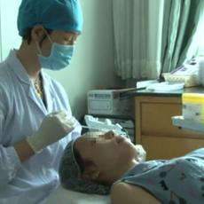 水光针注射第一步:清洁皮肤