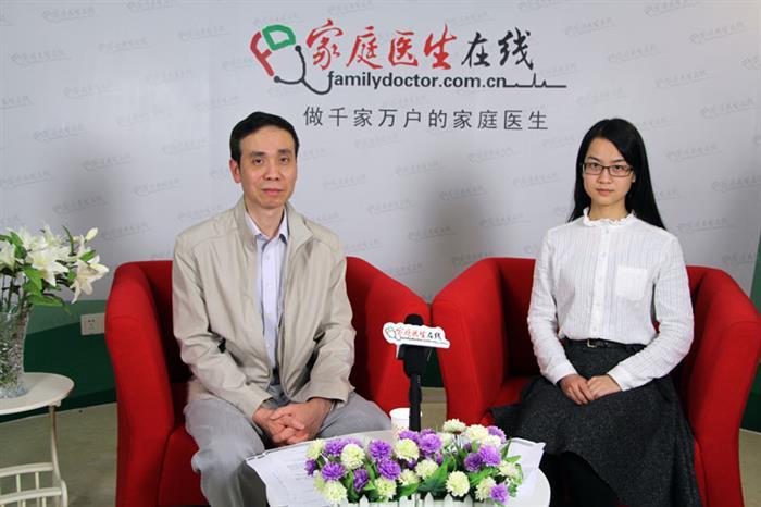 王艺东主任医师在接受家庭医生在线采访。