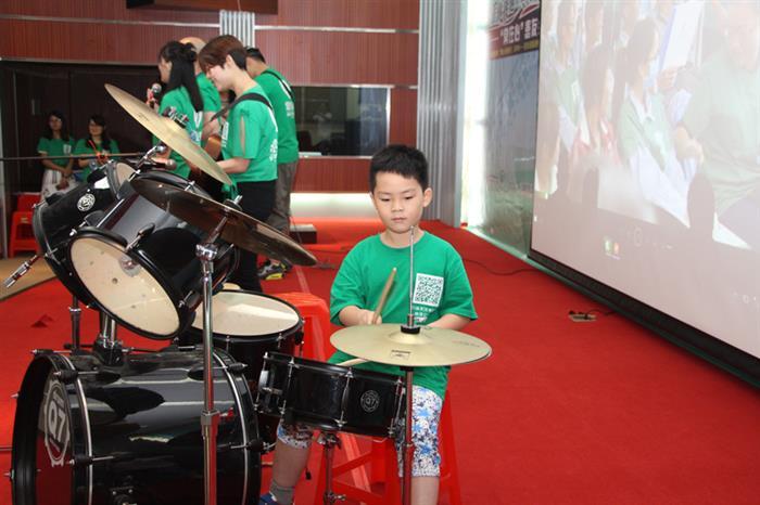 """小小的志愿者也是""""常在心""""乐队的鼓手"""
