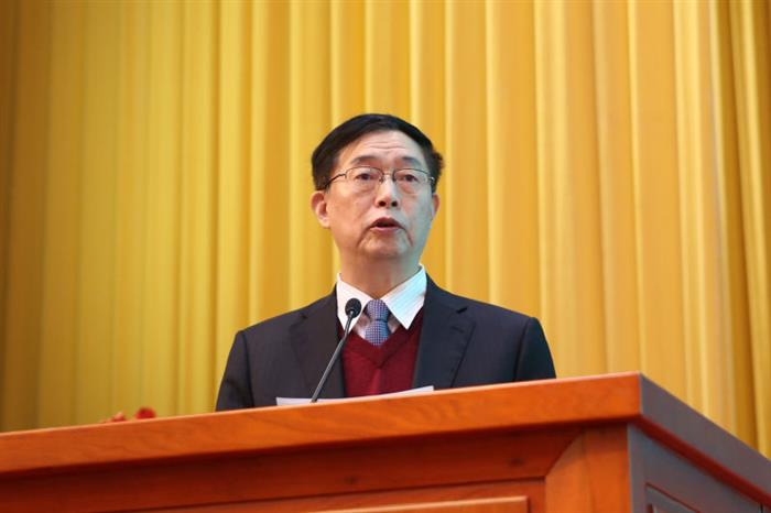 广东省中医药学会副会长金世明主持会议