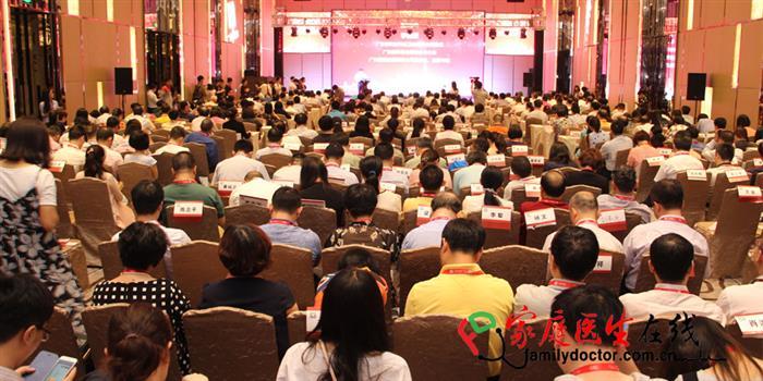 35个西医和10个中医科室的近500位省内名医出席了本次颁奖典礼