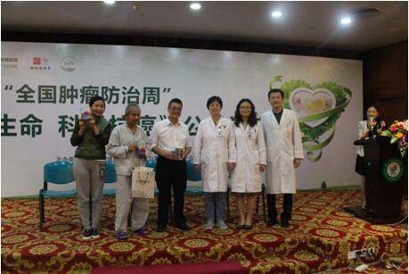 广州康复乐园的抗癌勇士和明星们给大家表演《郭林新气功》.