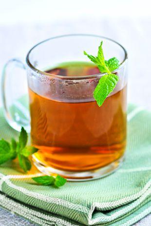 适合糖尿病喝的药茶有哪些?应该怎样饮食来控制糖尿病?