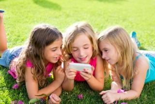孩子沉迷手机的原因?