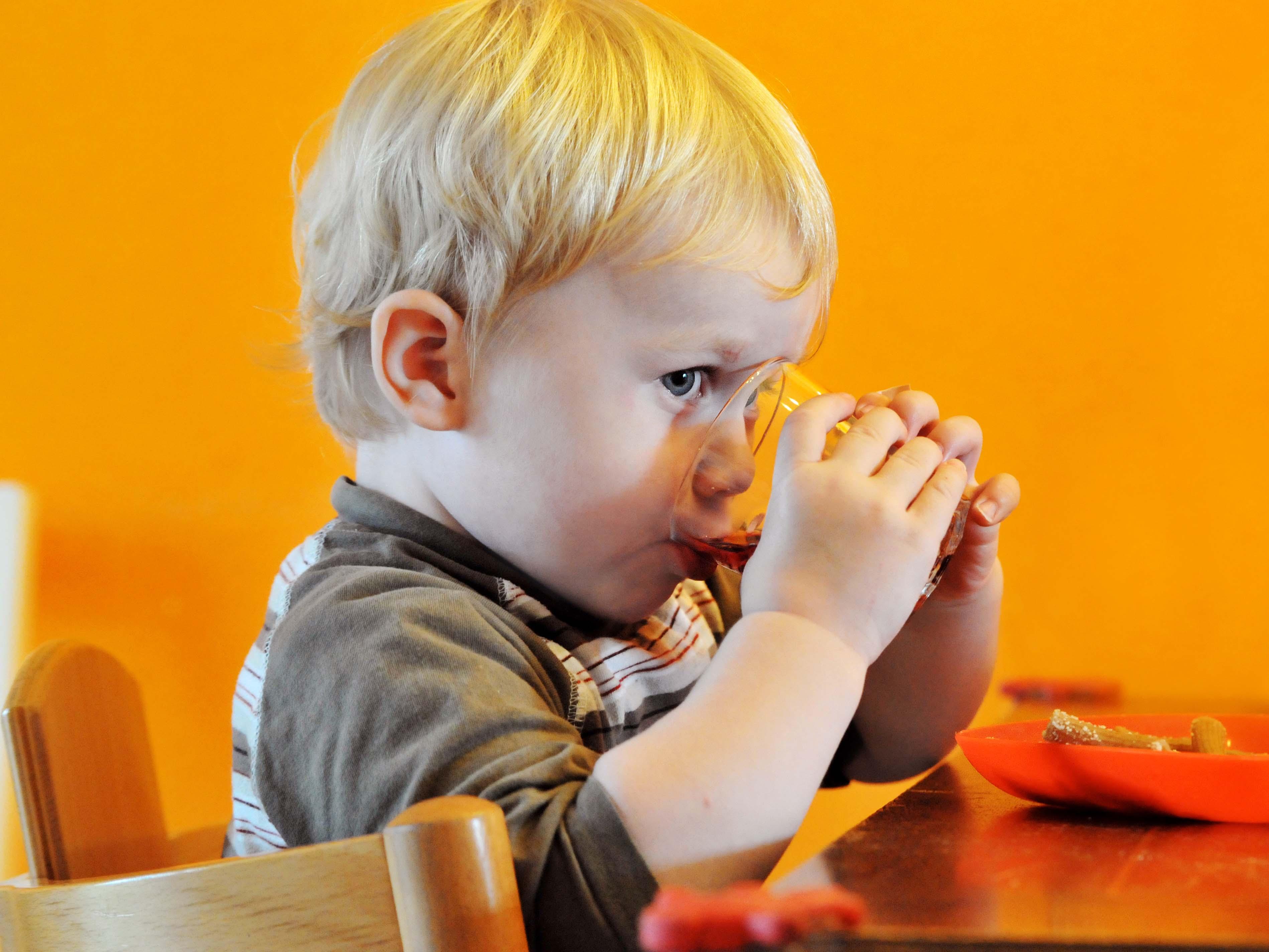 """孩子不爱吃饭? 到底是谁""""惹的祸"""""""