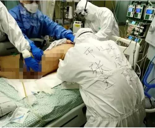 新冠肺炎患者背部皮肤大面积坏死,ICU床边手术成功修复