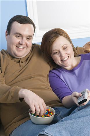 长期暴饮暴食要小心急性胰腺炎!