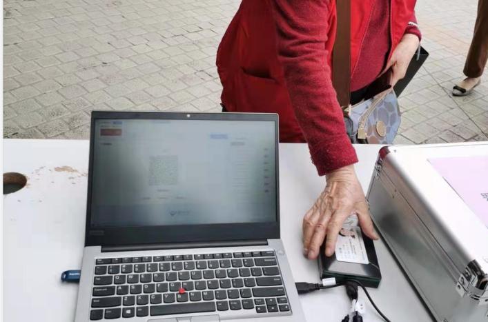 防疫便民两不误 广东省人民医院率先推出刷身份证核验健康码服务