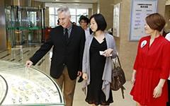 北卡罗来纳大学(美国)眼科教授参观新视界眼科医院
