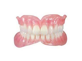 可摘全口义齿(商品名:胶托排牙)