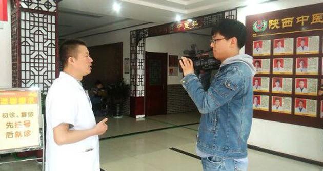 陕西中医肝肾病医院三位重量级教授来陕西中医肝肾病医院参观交流